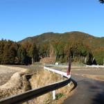 国束寺参道と国束山